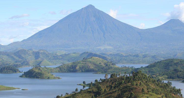 Hike mount Mgahinga
